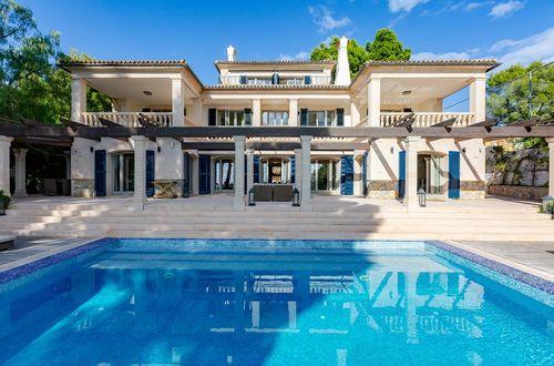 Elegant, renovated villa in old Bendinat with beautiful seaviews