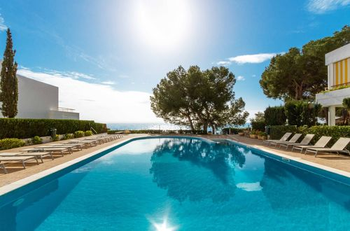 Apartment with wonderful sea views in a popular complex in Illetas