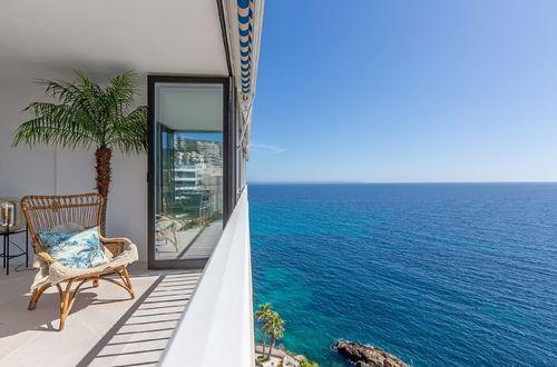 Magnifik nyrenoverad lägenhet med en strålande havsutsikt