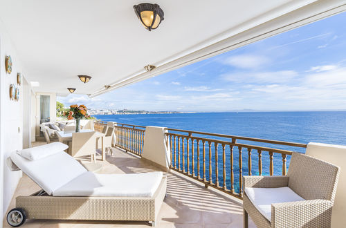 FULLY RENOVATED APARTMENT WITH BEAUTIFUL SEA VIEWS
