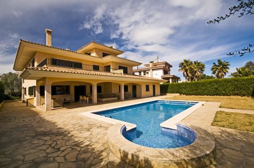 Tasteful villa on the coast of Cala Blava