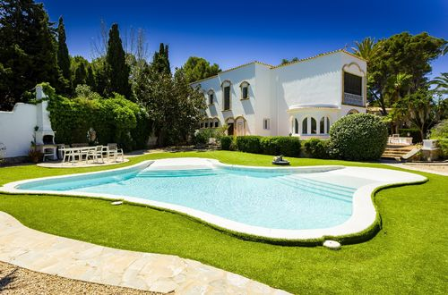 Large beautiful villa in Hacienda style with rental license