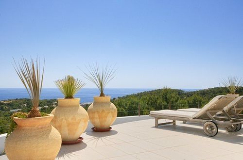 Wonderful sea view residence with a dreamlike outdoor area in Mediterranean surrounding