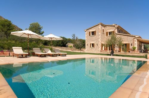 Attractive stone Finca in a quiet environment