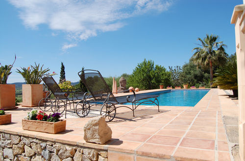 Beautiful Finca surrounded by the green hills of Montuiri with holiday license