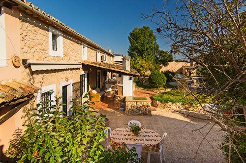 Charmig stenfasad villa som kan delas i två enheter