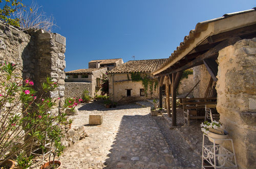 Unique Finca with well-presereved details from the past