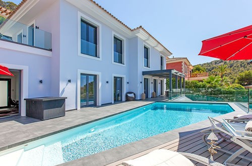 Sea view villa within walking distance to the harbour in Port Andratx