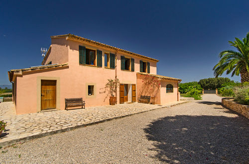 Rustic-style Finca on a large plot with beautiful mountain views