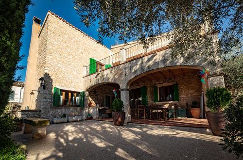 Beautiful residence with large garden close to Montuiri