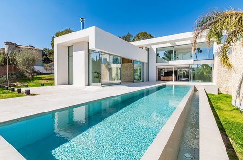 Walking distance to the beach. Modern design villa