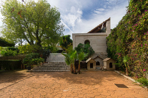 First class property with a beautiful garden with exotic trees