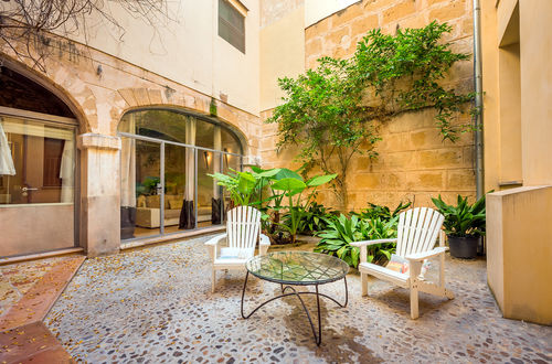 BEAUTIFUL DUPLEX WITH PRIVATE PATIO IN THE OLD TOWN OF PALMA DE