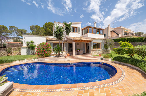 Villa with sea views in a very good location