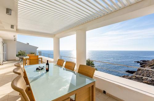 Frontline clifftop villa
