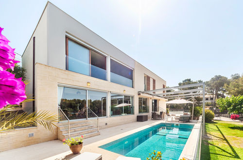 MODERN VILLA WITH SEA VIEW