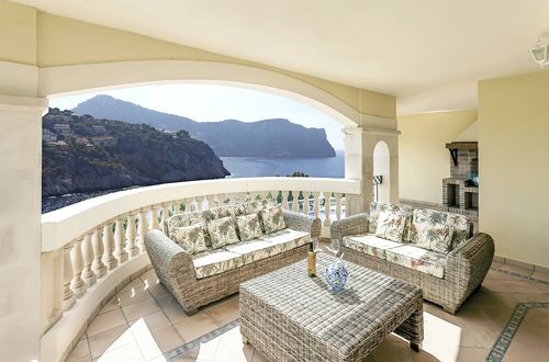 Sunny apartment in an exclusive community with beautiful views