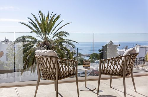 Luxury sea view apartment in a desirable area