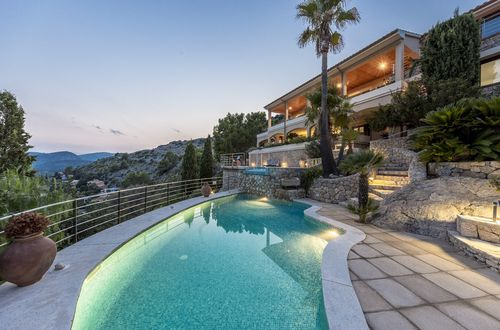Top class villa with panoramic sea views