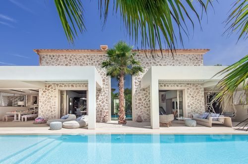 Charming quality villa in modern Finca style