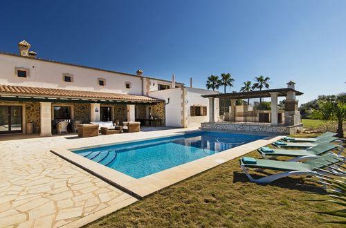 Open design villa overlooking Palma bay