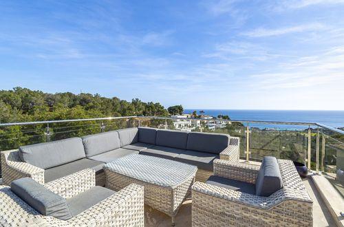 Trendig villa med panoramautsikt över havet