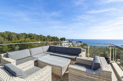 Fashionable villa with panoramic sea views
