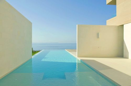 MODERN TOP VILLA ON THE FIRST SEA LINE