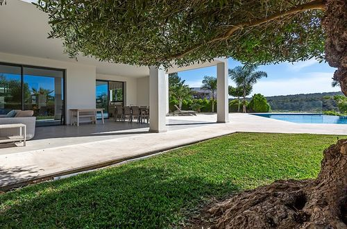 Modern newly built family villa within walking distance to the sea
