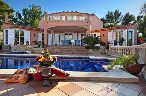 Trivsam villa idylliskt belägen - omgiven av en kärleksfullt skapad Medelhavsträdgård