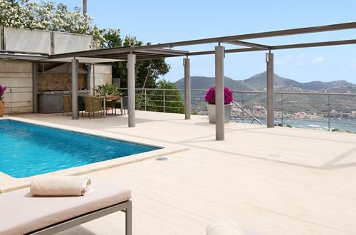 Elegant luxury residence in sought-after location with a view over the landscape and the sea