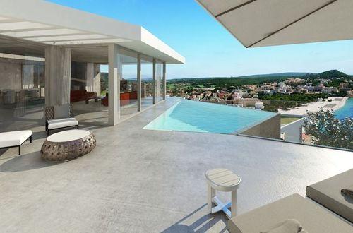 New impressive villa with striking sea views