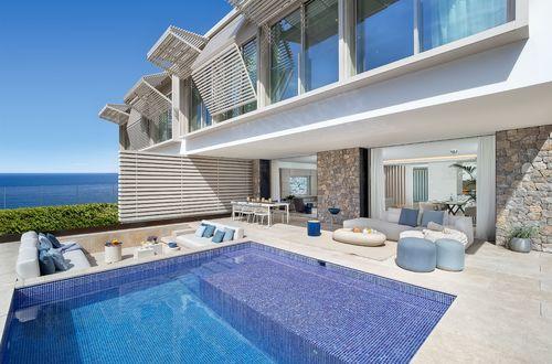 """Exklusiv arkitektritad villa """"New Folies"""" i modern & tidlös stil"""