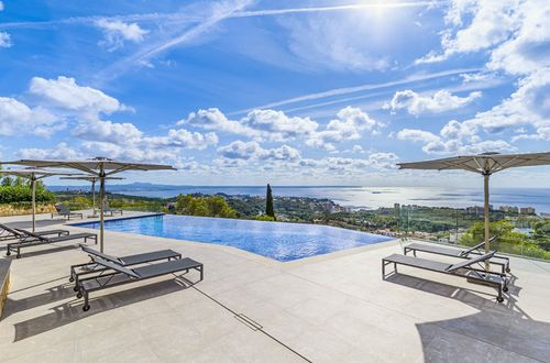 Newly built luxury apartment with panoramic views of Palma Bay
