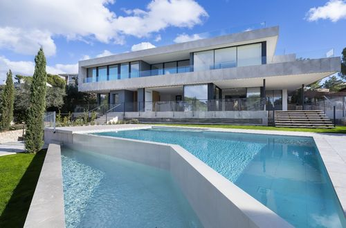 Exquisite new modern villa with stunning sea views