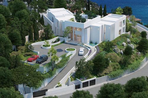 Beeindruckende Luxusvilla mit herrlichem Blick auf die Drei-Finger-Bucht