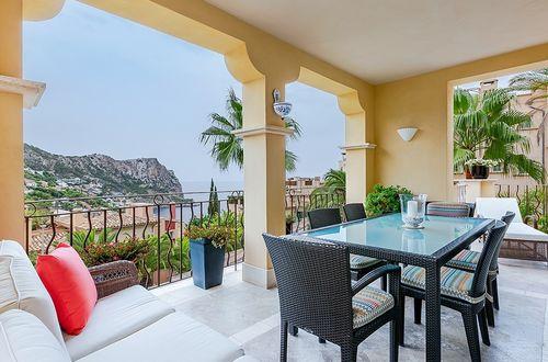 Elegant penthouse with striking sea views