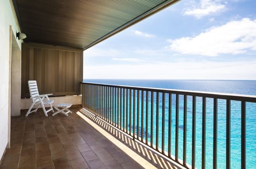 Top floor apartment with spectacular sea views