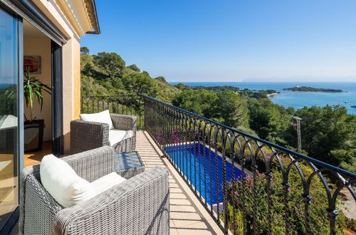 Imposing villa with spectacular sea views