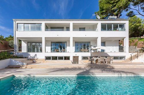 Modern newly refurbished villa with beautiful sea views