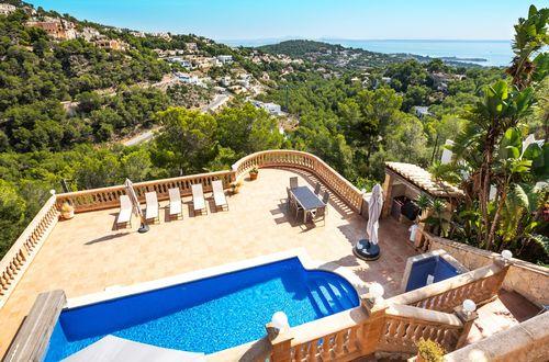 Villa i Medelhavsstil med en fantastisk havsutsikt