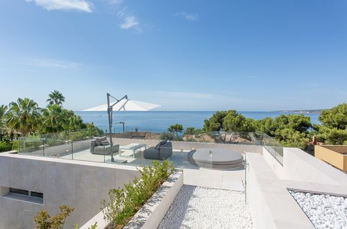 Modern design villa with sea views in Old Bendinat