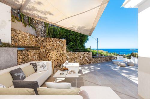 Stylish ground floor apartment with beautiful seaviews