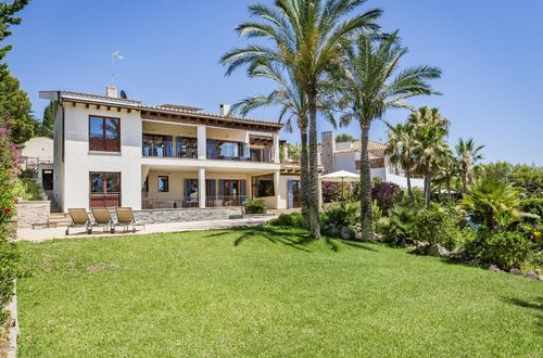 Well-kept villa with wonderful sea views and holiday rental license