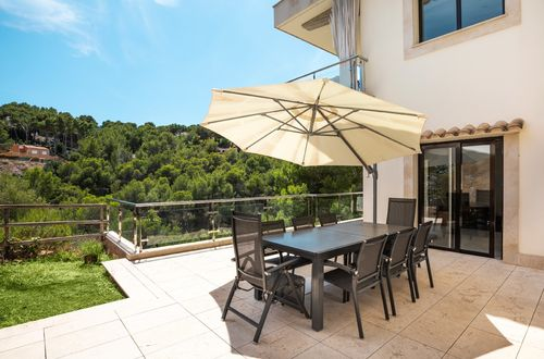 Spacious modern apartment in sought after area