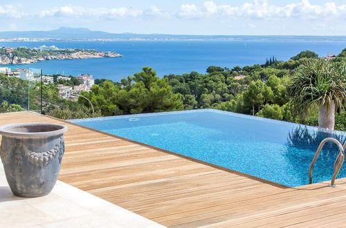 Impressive luxury villa with panoramic views of Palma Bay