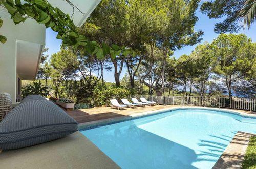 Villa vid första havslinjen med privat tillgång till playan