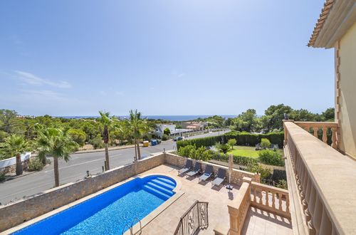 Mediterranean style villa with sea views in an excellent location