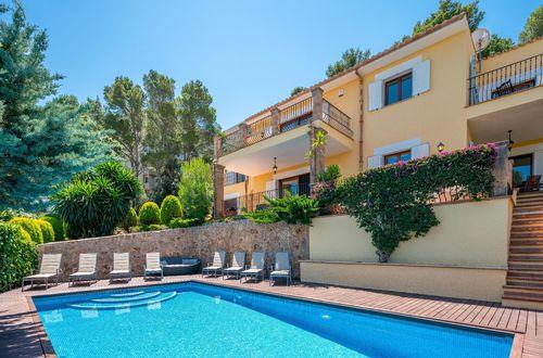 Charmig Medelhavsvilla i privilegierat område