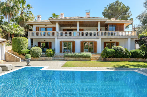 Beautiful Medeterranean villa with elegant garden in Old Bendinat